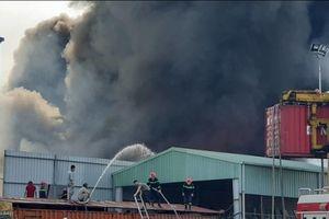Nắng nóng đỉnh điểm, hàng loạt vụ cháy liên tiếp diễn ra