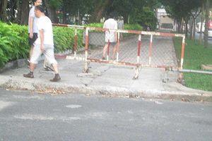 Cần thay rào chắn ở Công viên Lê Văn Tám