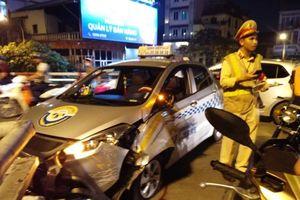 Hà Nội: Taxi bất ngờ đâm vỡ thành cầu Chương Dương