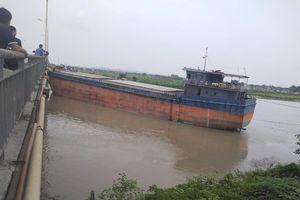 Tàu thủy công ty Đông Bắc Hạ Long đâm va làm hư hỏng cầu An Thái