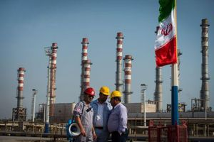 'Dầu mỏ Iran đang trở thành một con tốt trên bàn cờ của những nước lớn'