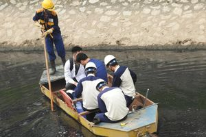 Sông Tô Lịch giảm mùi hôi thối sau 4 ngày chạy thử nghiệm bằng công nghệ Nhật