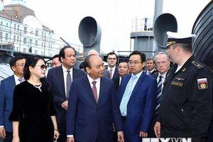 Hình ảnh Thủ tướng Nguyễn Xuân Phúc thăm Chiến hạm Rạng Đông
