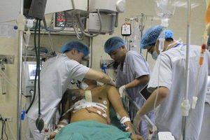 Nghẹt thở cứu sống người đàn ông vỡ tim do tai nạn giao thông