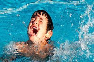 Đã có không ít ca đuối nước thương tâm: Đây là những gì cần làm để tránh tai nạn đuối nước khi cho trẻ đi bơi