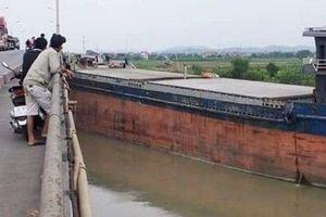 Hải Dương: Tàu thủy tông cầu An Thái, giao thông ùn tắc nghiêm trọng