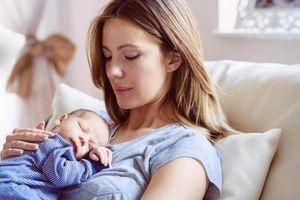 Mách mẹ cách đối mặt với những lo lắng phổ biến sau sinh