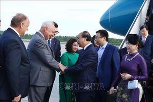 Thủ tướng tới Saint Petersburg, bắt đầu thăm chính thức Liên bang Nga