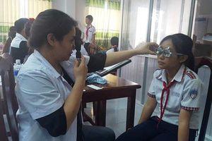 HKI tiến hành khám mắt, cấp kính cho 130 học sinh Vĩnh Thạnh (Cần Thơ)