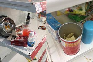 Hàng hóa mở hộp, vứt bừa bãi ngày siêu thị Auchan thông báo giảm giá