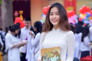 Ngắm nữ sinh Chu Văn An rạng rỡ ngày bế giảng