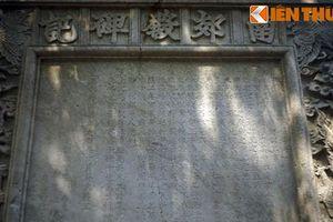Tấm bia đá khổng lồ của đàn tế trời thành Thăng Long
