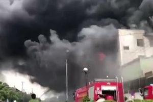 Cháy dữ dội tại khu công nghiệp Việt Hương ở Bình Dương