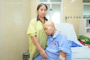 Người mẹ bị ung thư vú 'chiến đấu' đến phút cuối để giữ con