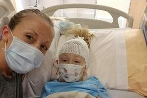 Bé gái 7 tuổi bị ảo giác, co giật sau khi bị muỗi đốt