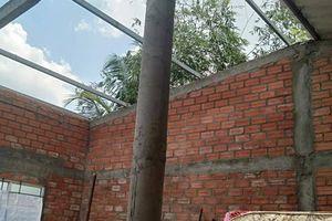 Mưa lớn kèm giông lốc gây hư hỏng 28 căn nhà ở Long An