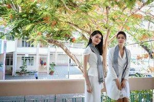 Hoa hậu Thùy Dung đọ sắc cùng Á hậu Thùy Dung dưới tán hoa phượng