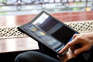 Cận cảnh laptop màn hình gập đầu tiên trên thế giới