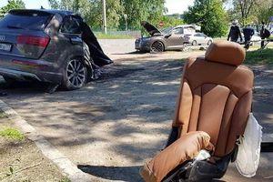 Audi Q7 đứt đôi sau khi lao vào cột đèn, tài xế 'biến mất' bí ẩn