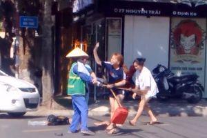 Chủ shop quần áo đánh tới tấp nữ lao công vì bị nhắc nhở vứt rác bừa bãi là ai?