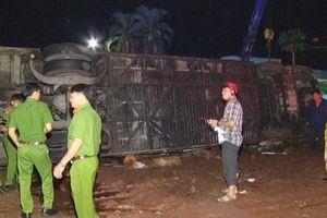 Lật xe giường nằm, hai người chết, 17 người bị thương