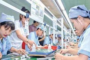 Người lao động khấp khởi chờ lương tăng