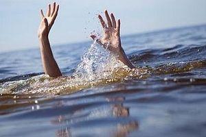Cứu con ngã xuống hồ, thai phụ cùng con gái tử vong