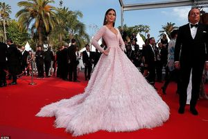Hoa hậu Hoàn vũ 2016 khoe dáng gợi cảm ở Cannes với loạt váy đẳng cấp