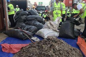 Phát hiện 2 container chứa hơn 100 bao vảy tê tê