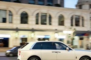 Có gì trên 'siêu phẩm' Rolls-Royce Cullinan 45 tỷ đầu tiên về Việt Nam?