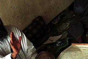 Lý do xạ thủ SEAL phải nằm cạnh xác của trùm khủng bố Osama bin Laden sau khi tiêu diệt