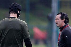 Unai Emery cương quyết trao đặc ân cho Petr Cech