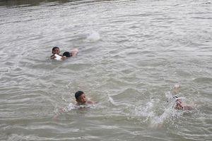 Rủ nhau đi tắm sông, 3 học sinh tử vong vì đuối nước