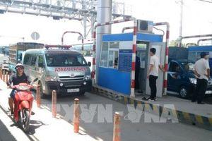 Trạm BOT T2 liên tục bị ùn ứ do tài xế dừng xe không chịu mua vé
