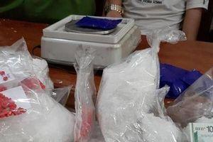 Nghệ An: Bắt 3 đối tượng vận chuyển 2,7kg ma túy đá
