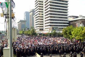 Hình ảnh bạo loạn tại Jakarta sau ngày công bố kết quả bầu cử