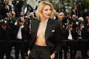 Diện suit thả rông, đi sneakers nhiều sao phá vỡ nguyên tắc của Cannes