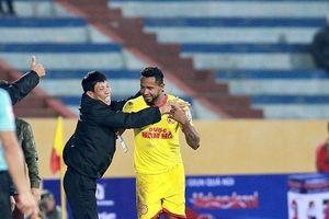 Thi đấu nhạt nhòa, Hà Nội trắng tay trên sân Thiên Trường