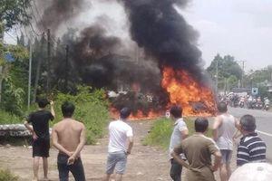 Đồng Nai: Xe khách bốc cháy trên đường quốc lộ, bé trai 14 tuổi tử vong