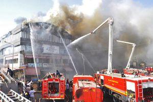 Cháy trung tâm thương mại ở Ấn Độ, ít nhất 17 người thiệt mạng