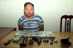 Mang súng đi chở thuê ma túy để lấy 50 triệu đồng