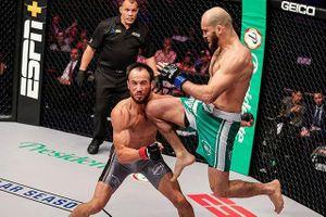 Đòn 'gối bay' thần sầu khiến võ sĩ MMA bất tỉnh nhân sự