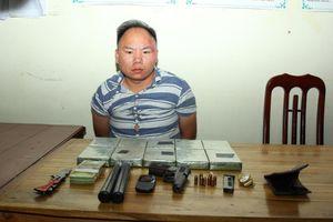 Bắt nam thanh niên mang súng K54 đi vận chuyển trái phép 10 bánh heroin