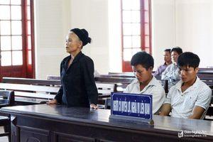 Phút lắng đọng sau phiên tòa cha đoạt mạng sống con trai