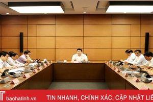 Trưởng đoàn ĐBQH Hà Tĩnh điều hành thảo luận các dự án luật quan trọng