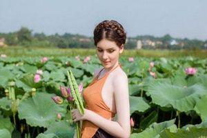 'Búp bê lai' Việt - Nga diện áo yếm, hóa tiên nữ tạo dáng bên hoa sen