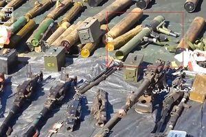 Houthi trưng bày vũ khí trang bị thu được từ Liên minh quân sự do Ả rập Xê út dẫn đầu