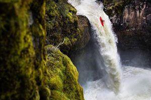 Lao tự do từ con thác cao 21 m ở Mỹ