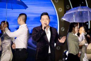 Quang Lê bất ngờ 'dằn mặt' ca sĩ bệnh ngôi sao ngay trên sân khấu