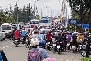 Cầu Rạch Miễu thường xuyên kẹt cứng vì sự cố giao thông